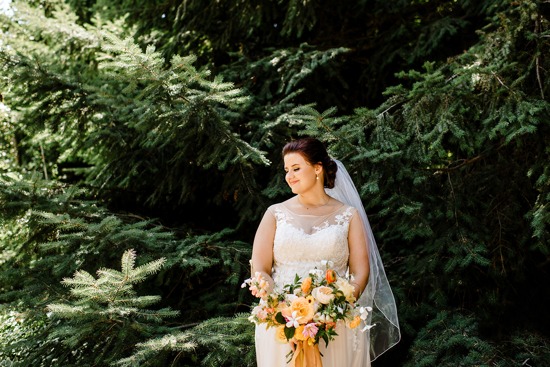 Citrus-inspired-wedding-at-Gorge-Crest-Vineyard-037.jpg