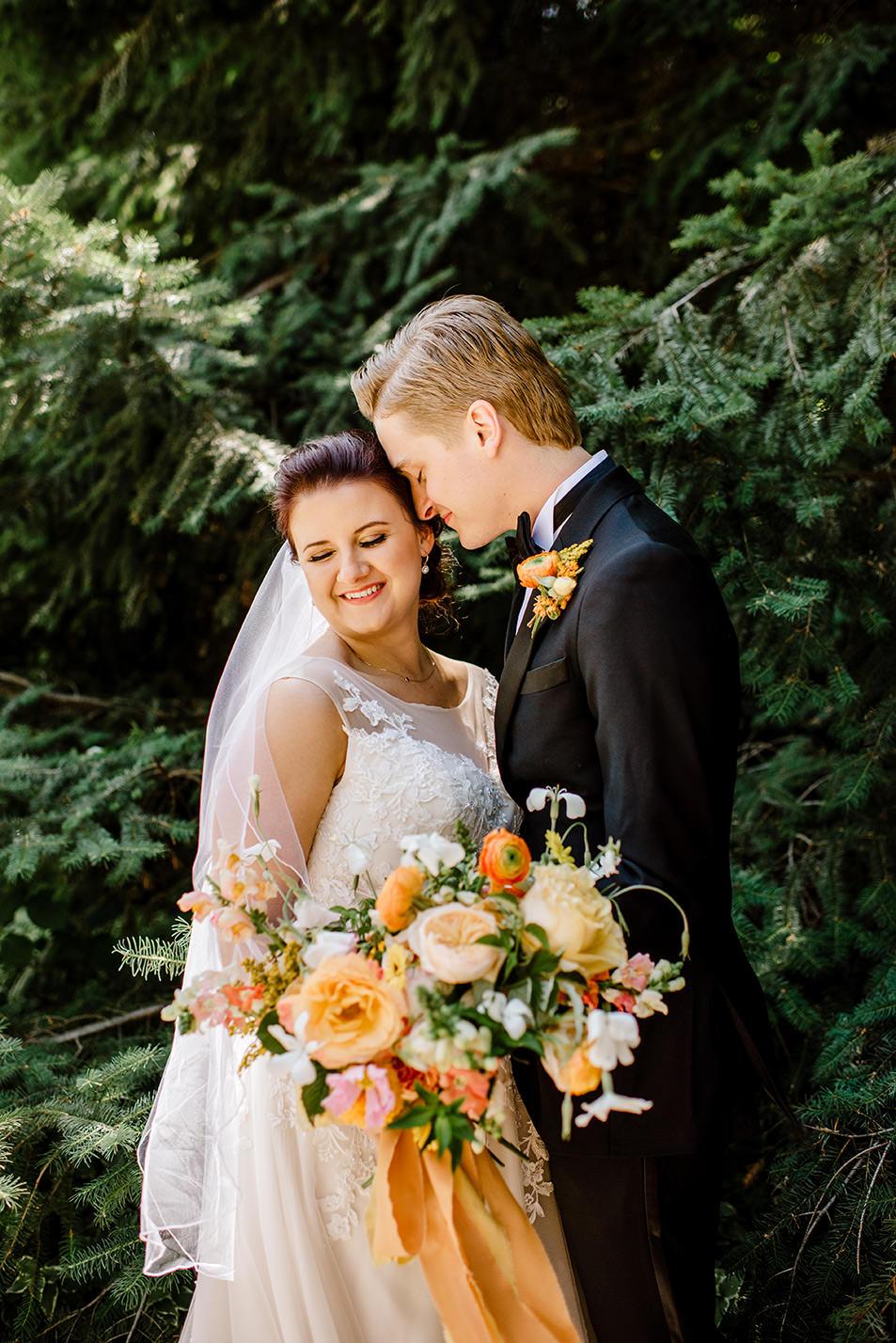 Citrus-inspired-wedding-at-Gorge-Crest-Vineyard-040.jpg