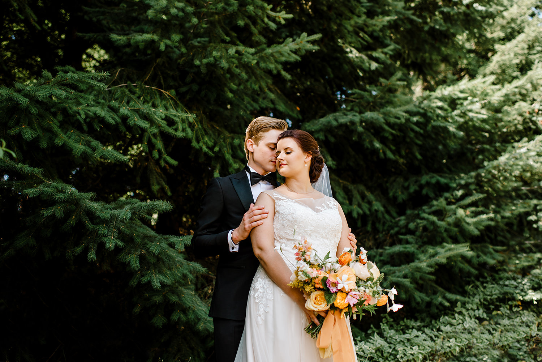 Citrus-inspired-wedding-at-Gorge-Crest-Vineyard-042.jpg