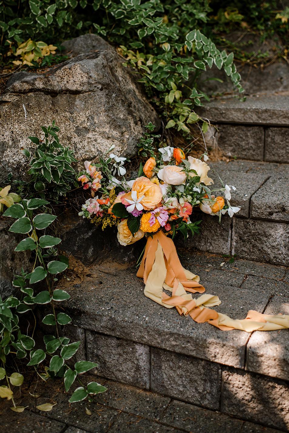 Citrus-inspired-wedding-at-Gorge-Crest-Vineyard-043.jpg