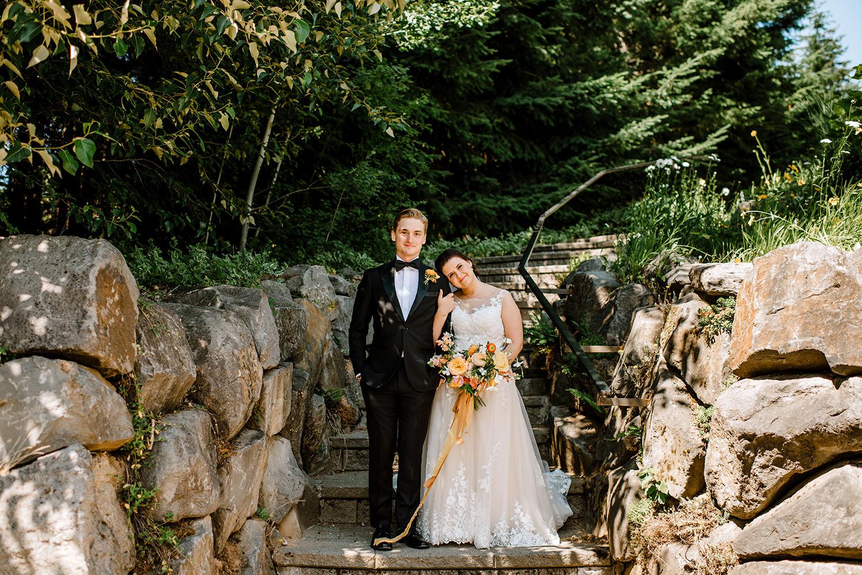 Citrus-inspired-wedding-at-Gorge-Crest-Vineyard-045.jpg