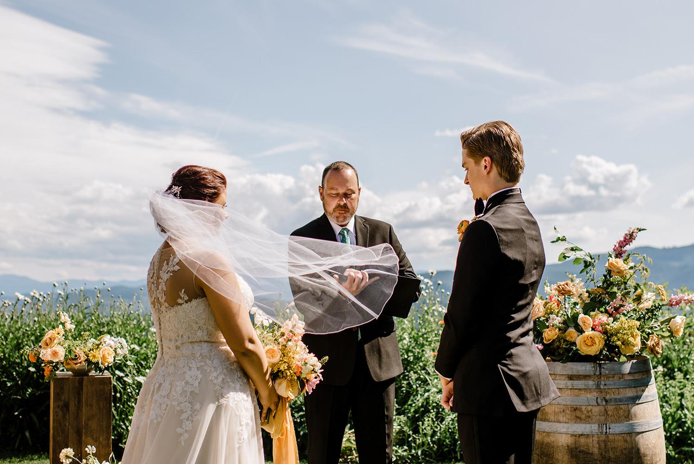 Citrus-inspired-wedding-at-Gorge-Crest-Vineyard-050.jpg