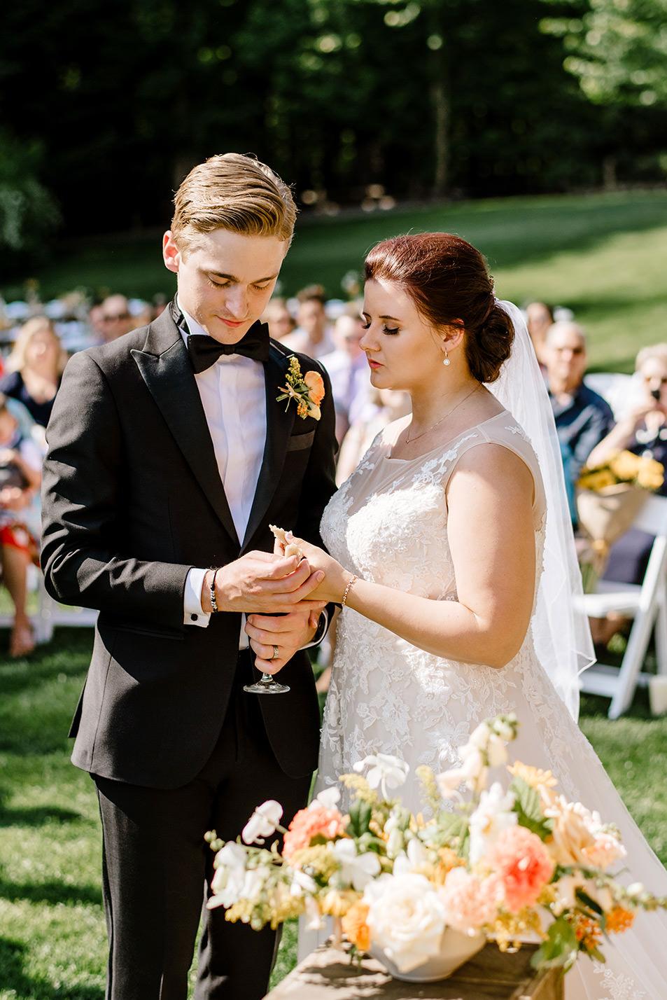 Citrus-inspired-wedding-at-Gorge-Crest-Vineyard-056.jpg