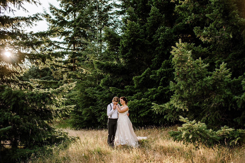 Citrus-inspired-wedding-at-Gorge-Crest-Vineyard-096.jpg
