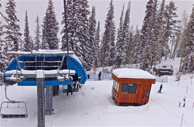 (one ski on the lift- Snowbird UT)