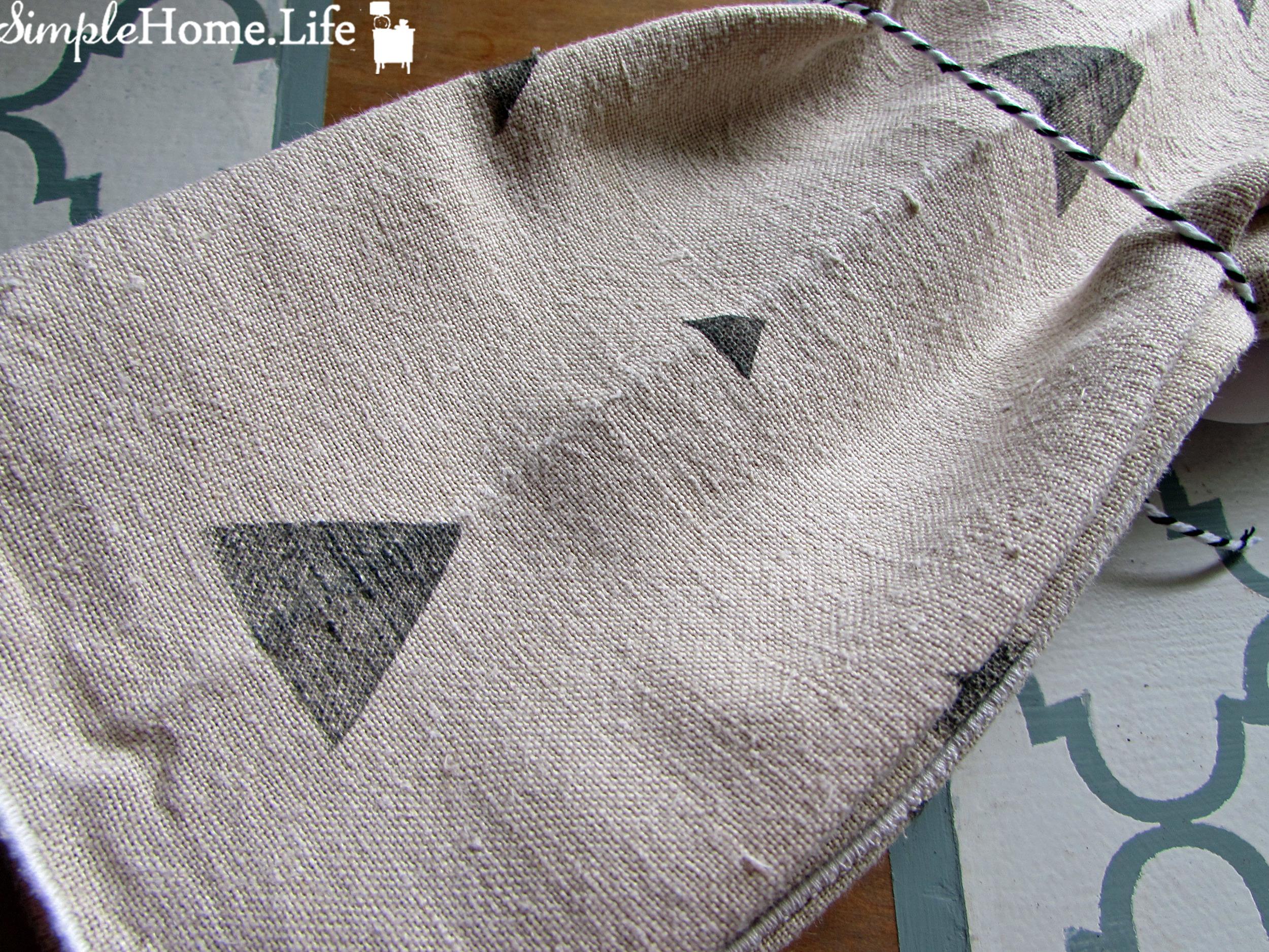 trianglenapkins_1.jpg