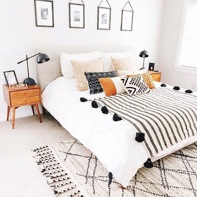 This room is from @homedesignbyjaime and I love the rug and pops of color on the bed. Her feed is is stunning you should check it out.  #inspiration #homedecor #home #room #decor #interiordecorating #interior #bedroom #modern #simple #rug #styled #homedesignbyjaime #share