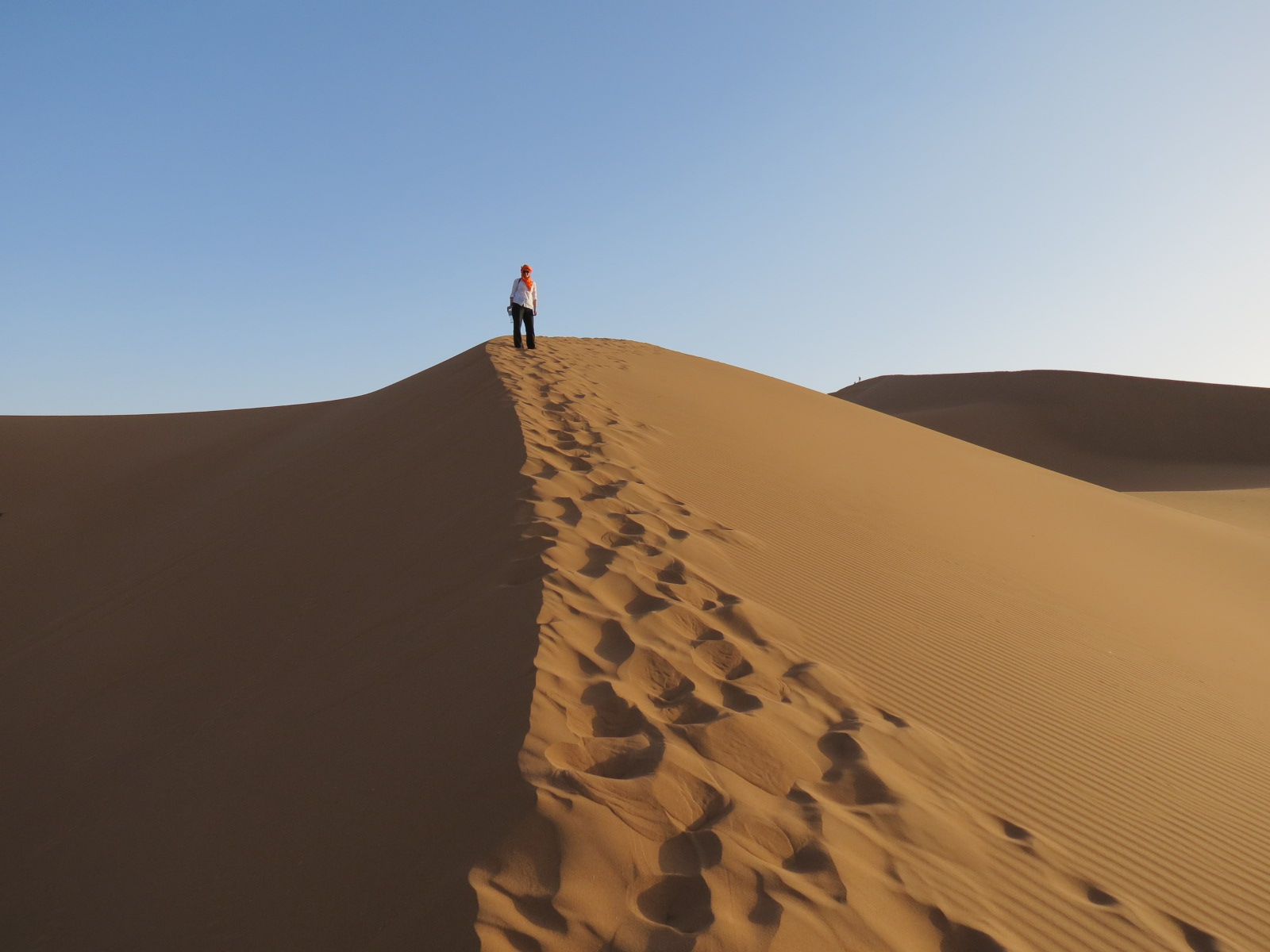 Climbing the magnificent dunes of the Sahara bare foot