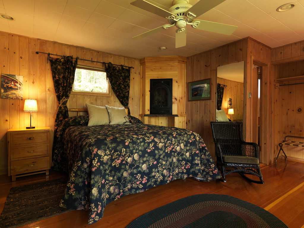 Cabin11_bedroom.jpg