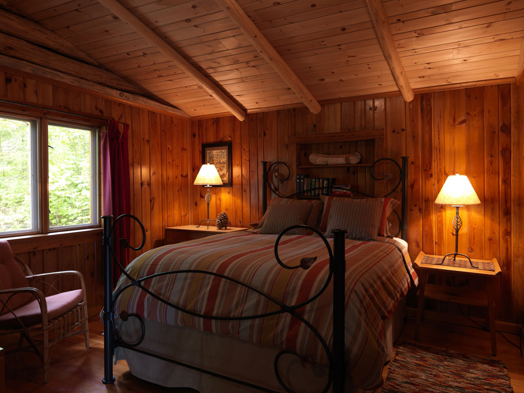 Cabin8_bedroom.jpg