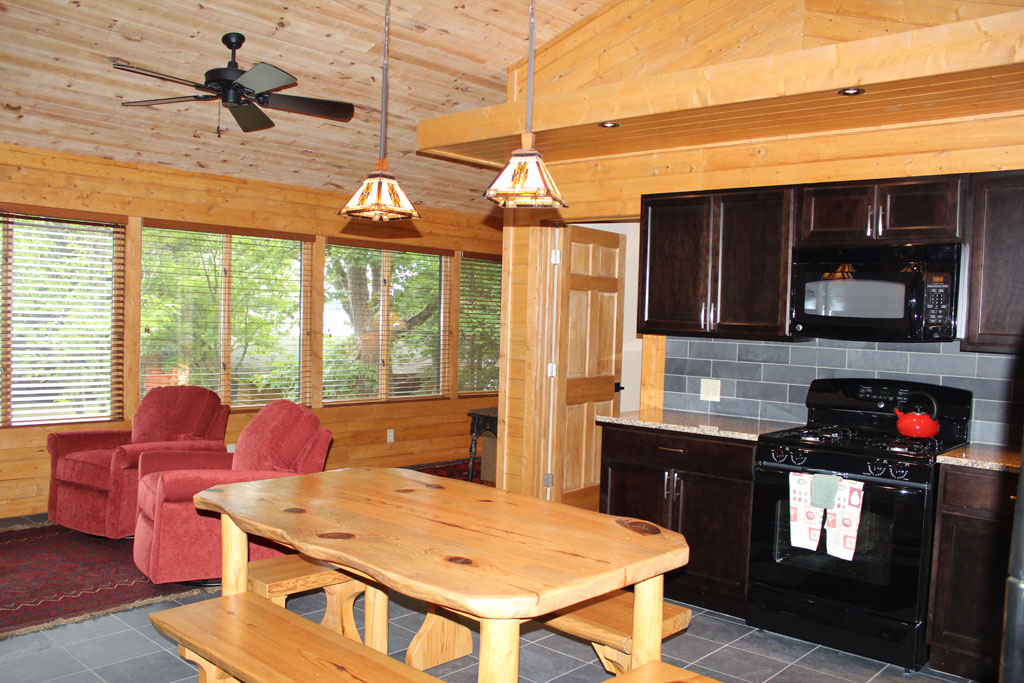 Cabin10_kitchen.jpg
