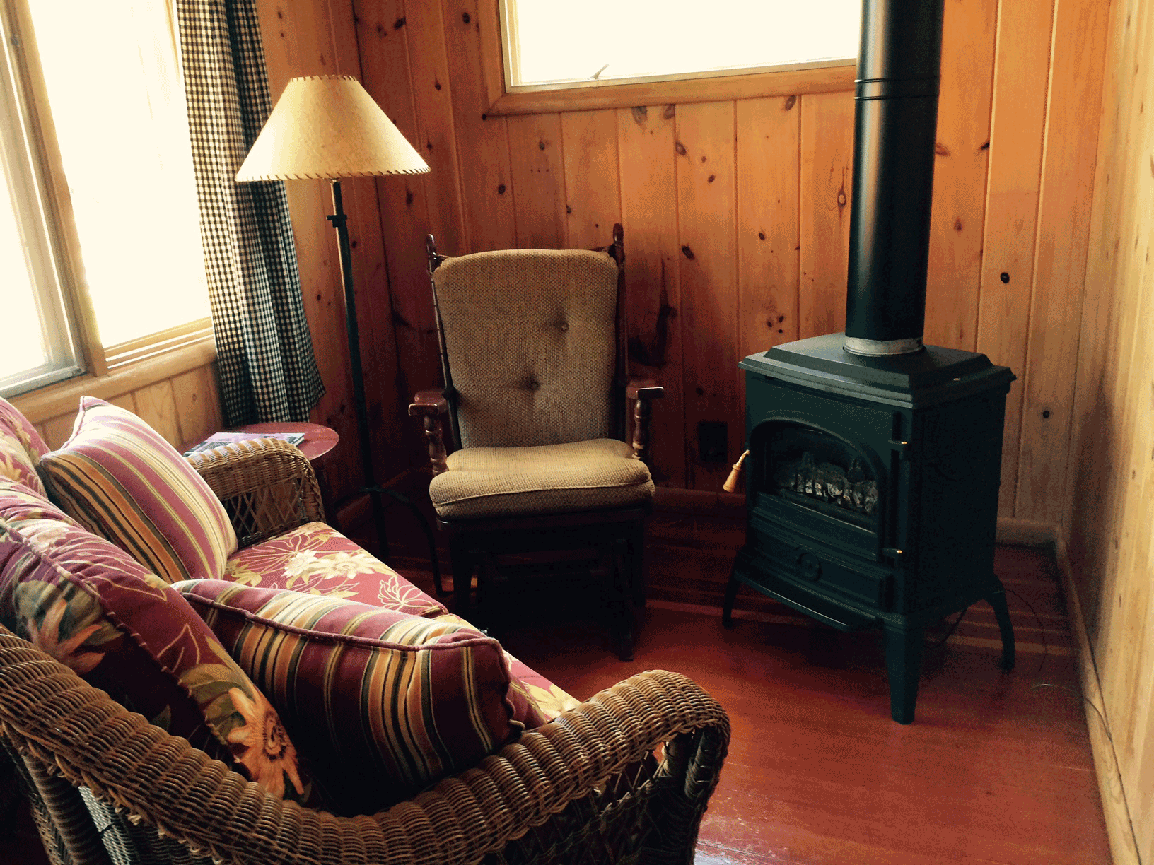 Cabin4_sitting_2015.png