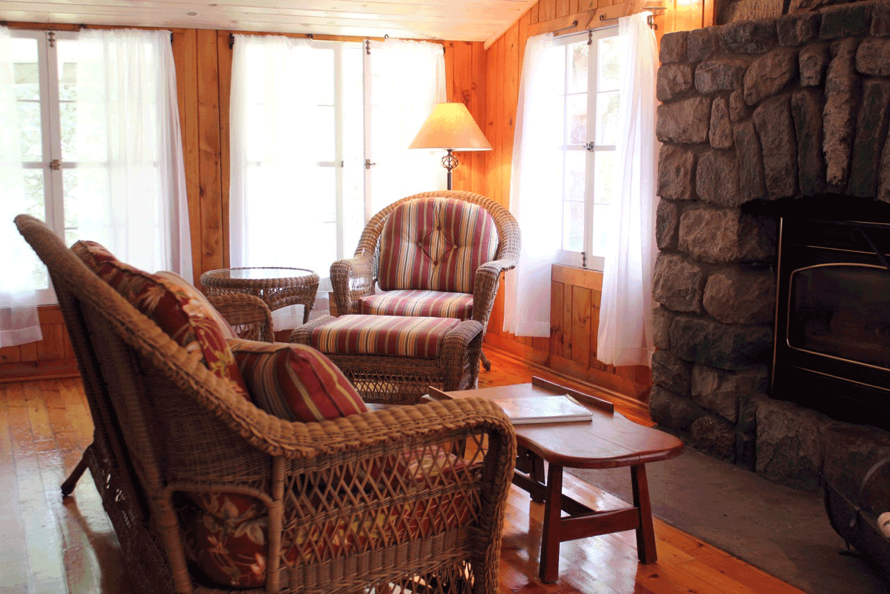 Cabin16_sitting_2015.png