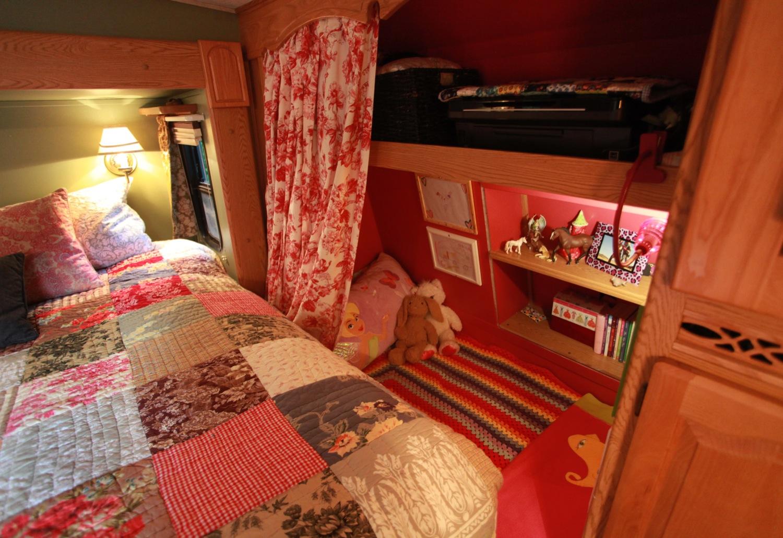 2005 Keystone Montana Fifth Wheel For Sale - Child Bed Area.jpg