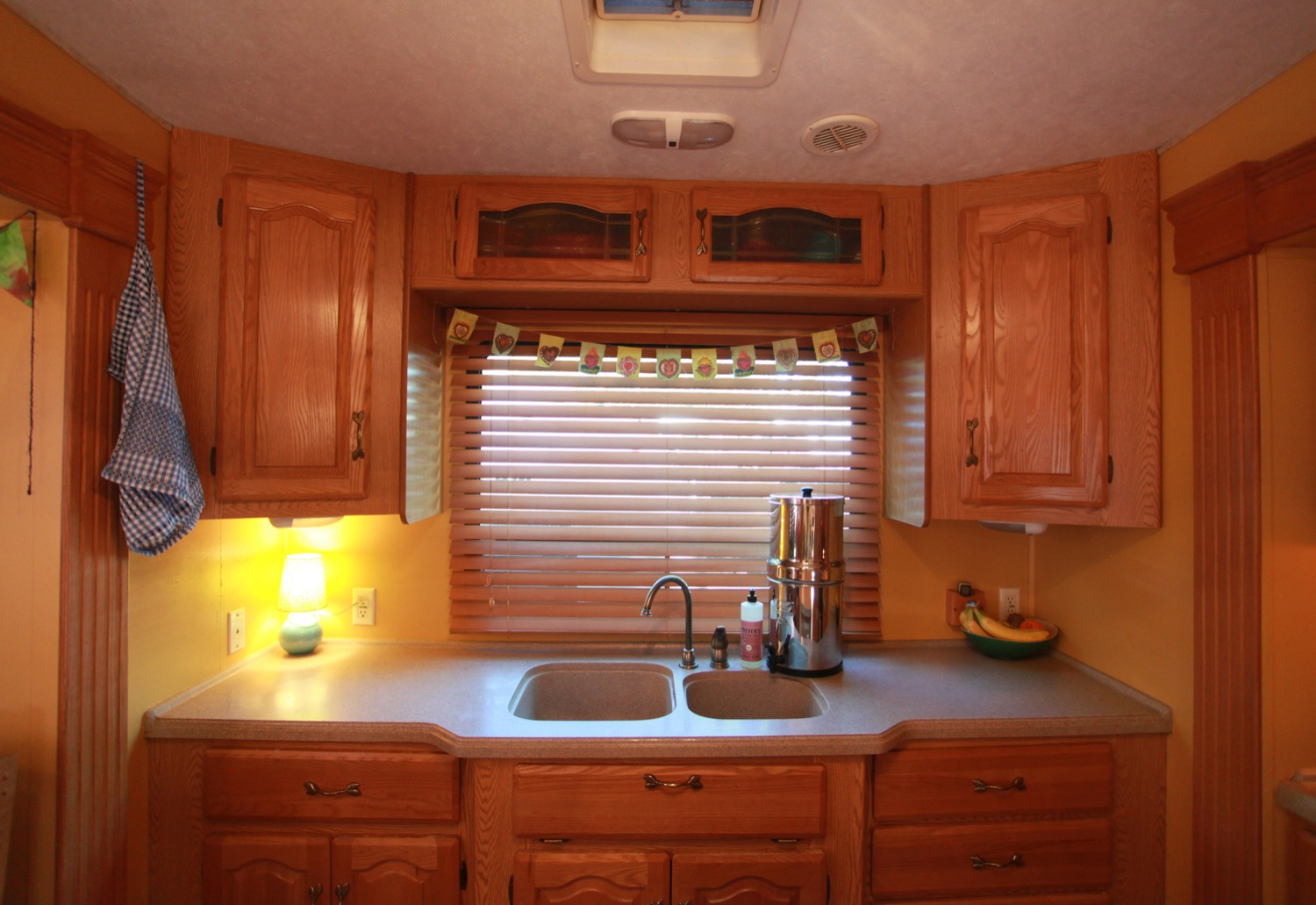 2005 Keystone Montana Fifth Wheel For Sale - Countertop.jpg
