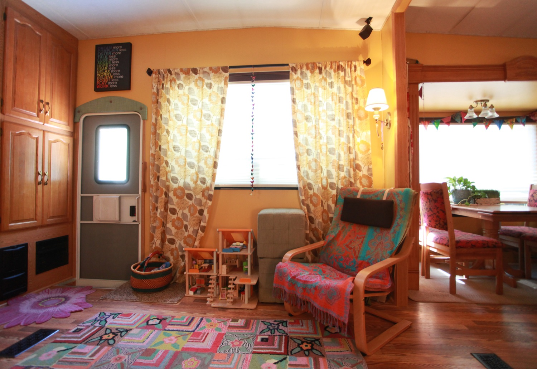 2005 Keystone Montana Fifth Wheel For Sale - Living Area.jpg