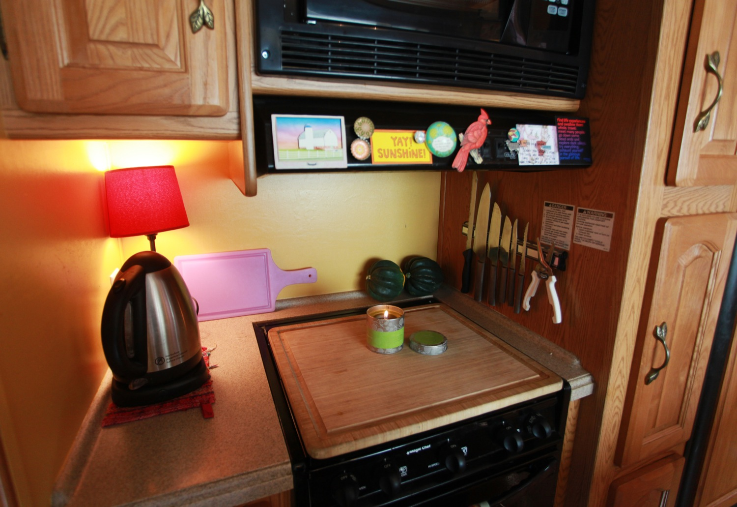 2005 Keystone Montana Fifth Wheel For Sale - Stove.jpg