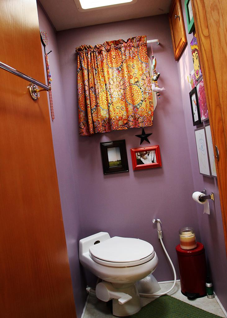 bathroom_alpine.jpg