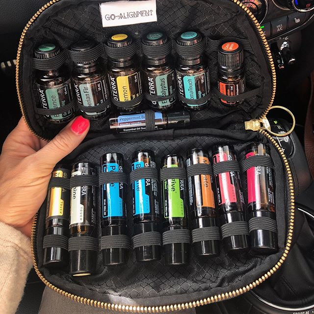 This is my magical zipper pouch of plant medicine.🌈It comes with me every day. No matter where I go. And because I can shift my health and my mood in an instant with these little bottles...and that is truly empowered living.✨I love to teach the HOW-TO of oils and when you get started with me, you unlock a whole new world (*cue Little Mermaid soundtrack🧜🏻‍♀️) of health and vitality and knowledge. It's a world with newfound hope. A brighter outlook.☀️If you are in need of that...please send me a PM and tell me your story so that we can lock arms and love life together.💛#empoweredwomen #hope #plantmedicine #holistichealth #rainbowpower #naturalhealing