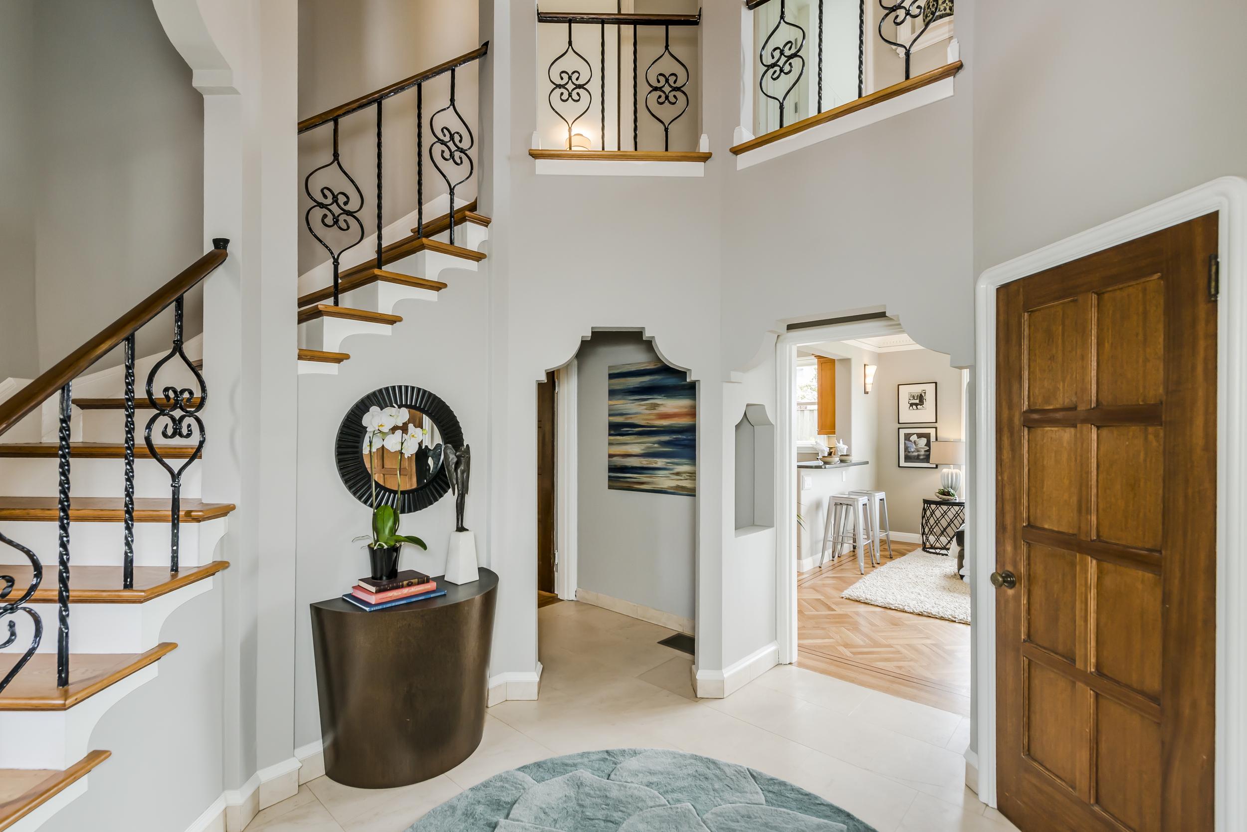 foyer(1).jpg