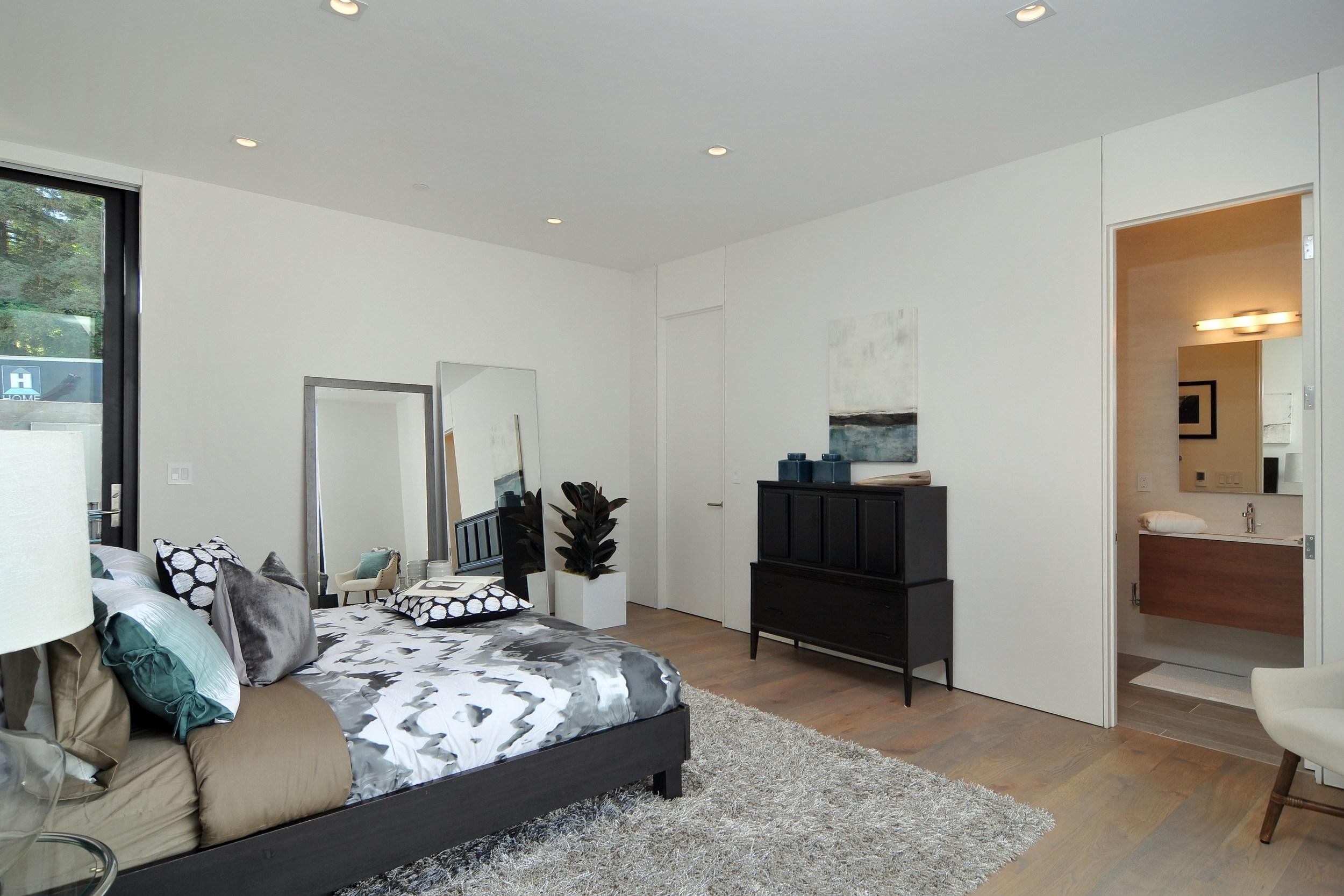 021_Bedroom (1).jpg