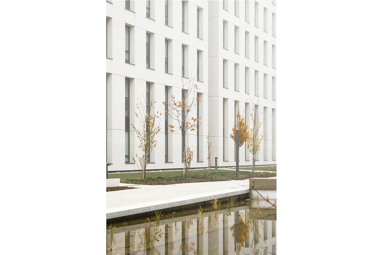 origin-nancy-bureaux-detail-dascia-shimmura.jpg