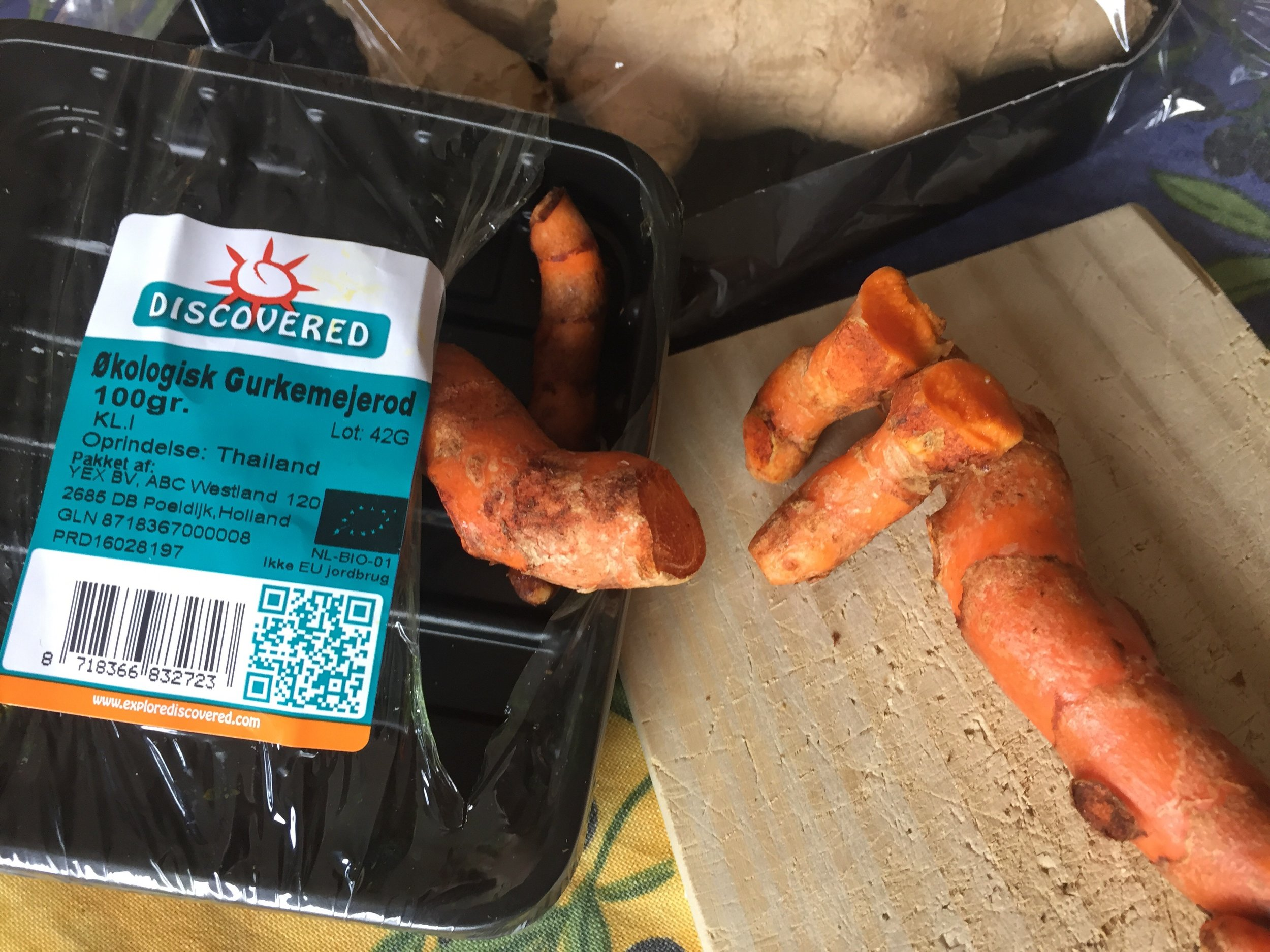 For more uses for Fresh Turmeric Root check this post  here .