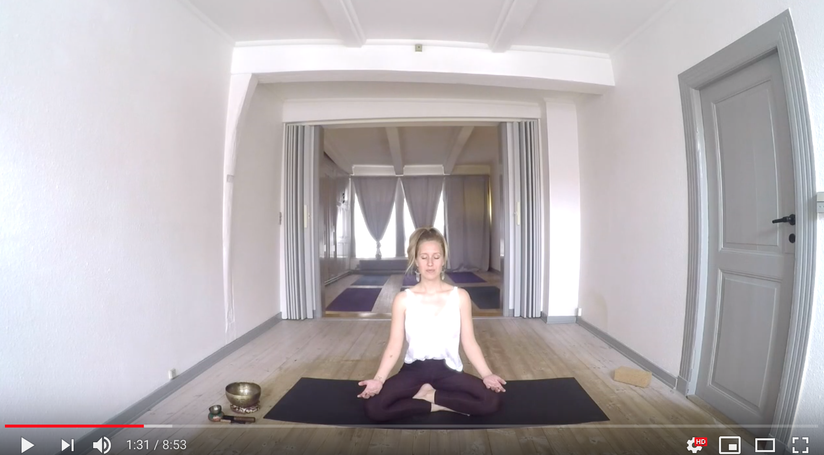 Line Fricke Yoga på Youtube - Gratis videoer til hjemmepraksis for alle