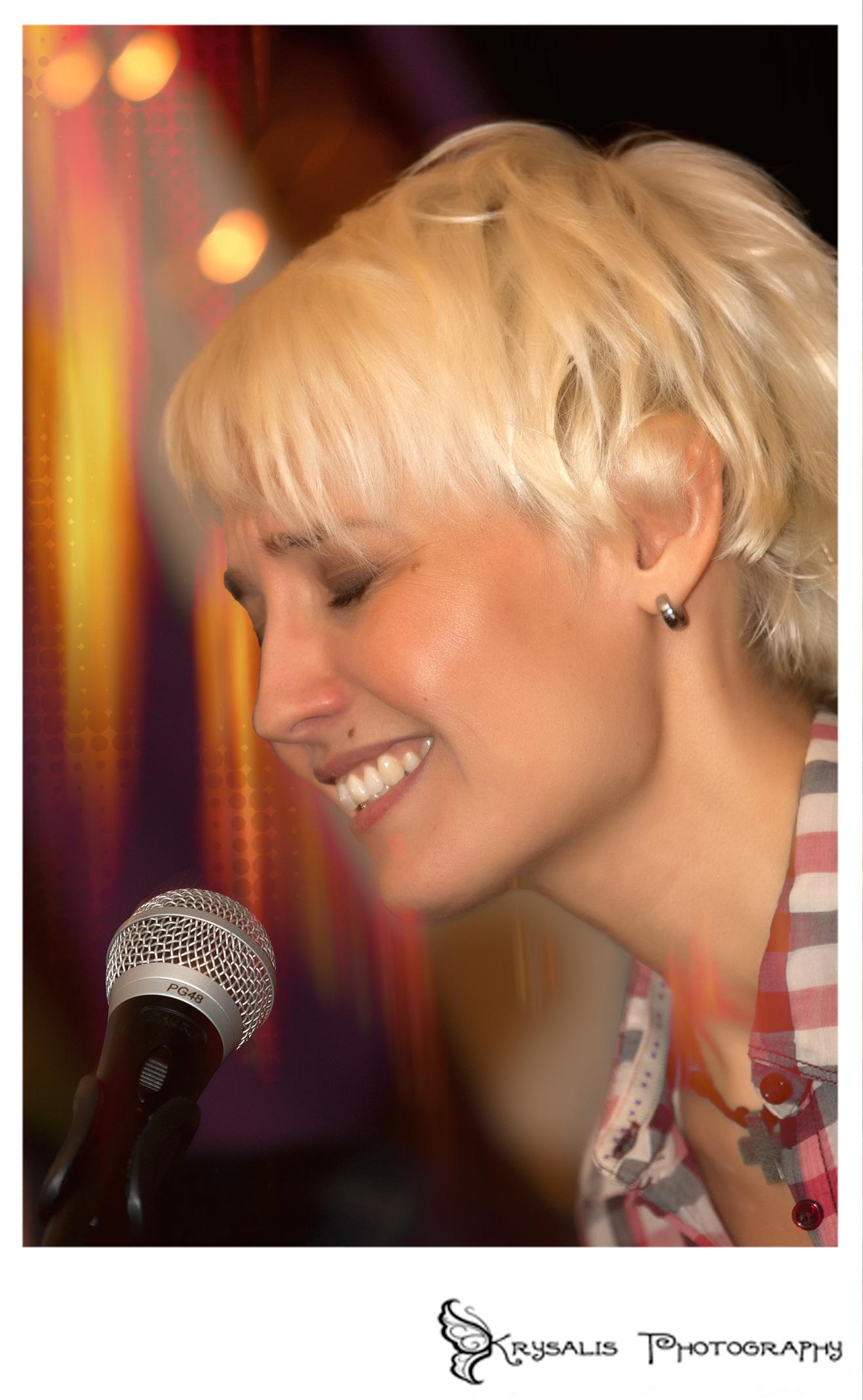 Dani Blue singing at West Hill Inn