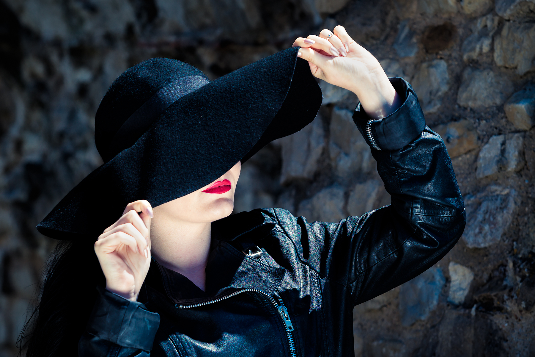 Classic beauty pose of a woman in a hat