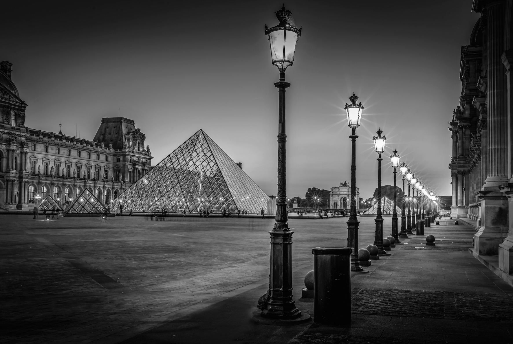 © Paris by Serge Ramelli, to be published by teNeues in March 2015, € 59,90,  www.teneues.com  .  THE LOUVRE AT NIGHT,  Photo © 2015 Serge Ramelli and YellowKorner. All rights reserved.