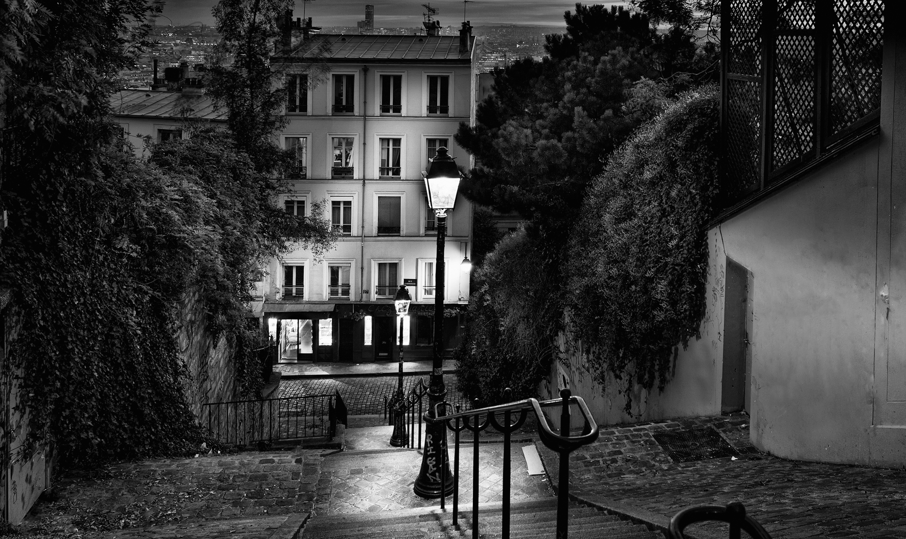 © Paris by Serge Ramelli, to be published by teNeues in March 2015, € 59,90,  www.teneues.com  . STEPS  OF MONTMARTRE,  Photo © 2015 Serge Ramelli and YellowKorner. All rights reserved.