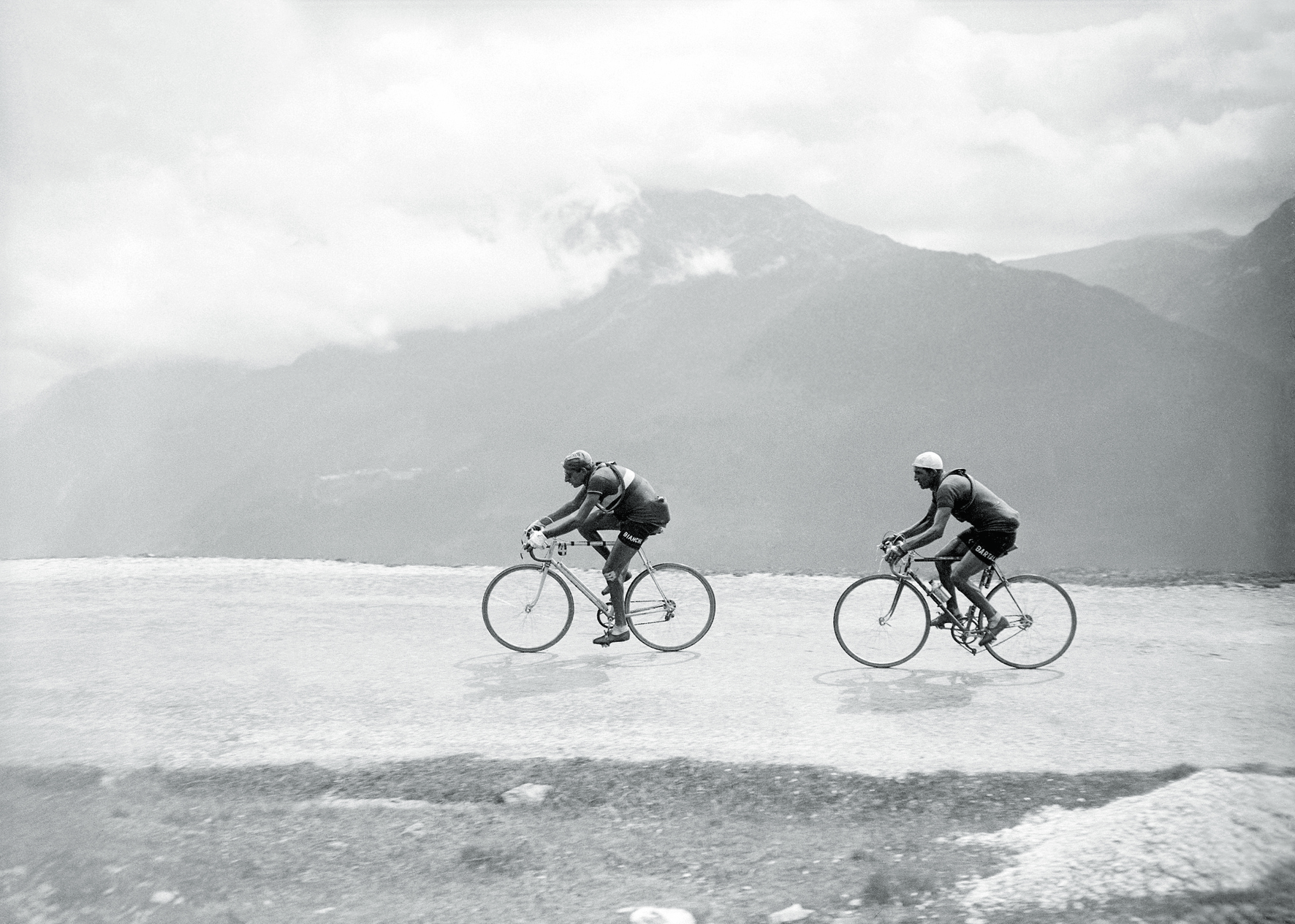 © Tour de France - The Golden Age 1940s-1970s, to be published by teNeues in July 2015, € 59,90 - www.teneues.com. Fausto Coppi, Gino Bartali, Briançon (Hautes-Alpes) - Aosta (Italy), 17th Stage, 19 July 1949, Photo © Presse Sports