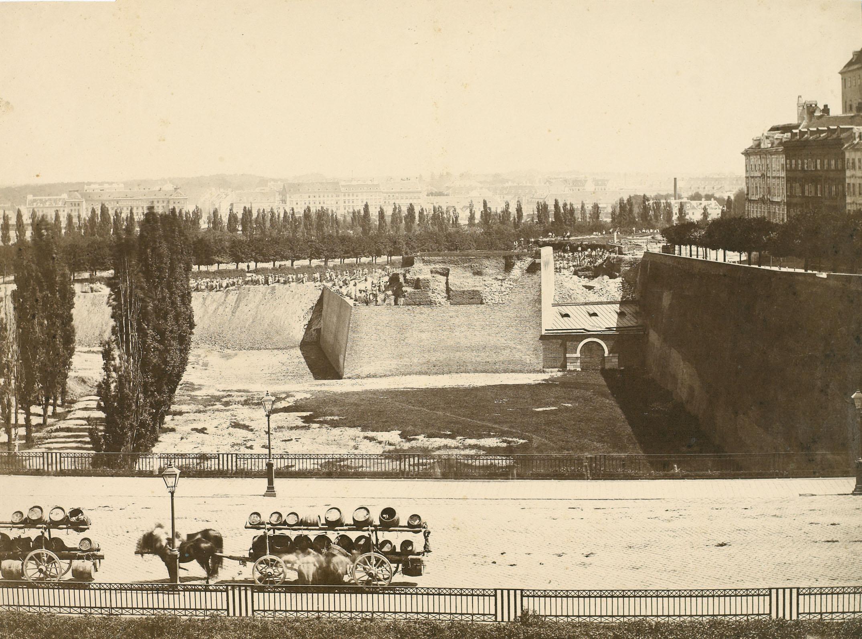 K. K. Hof- und Staatsdruckerei Wien Die Schottenbastei in Wien zur Zeit ihres Abbruchs, 1860 © Albertina
