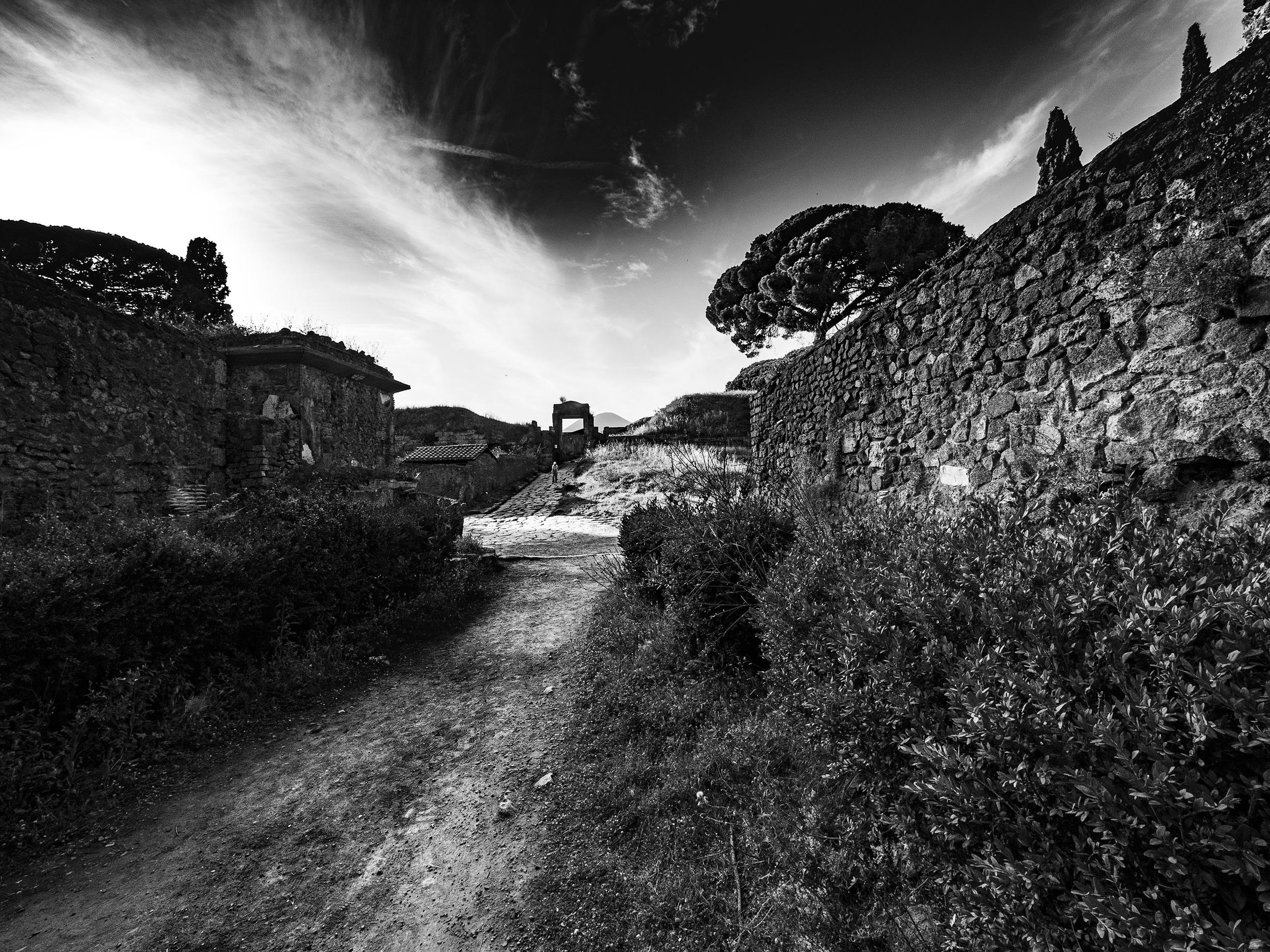 Streets of Pompei - Olympus Zuiko 7mm - Eric Berger