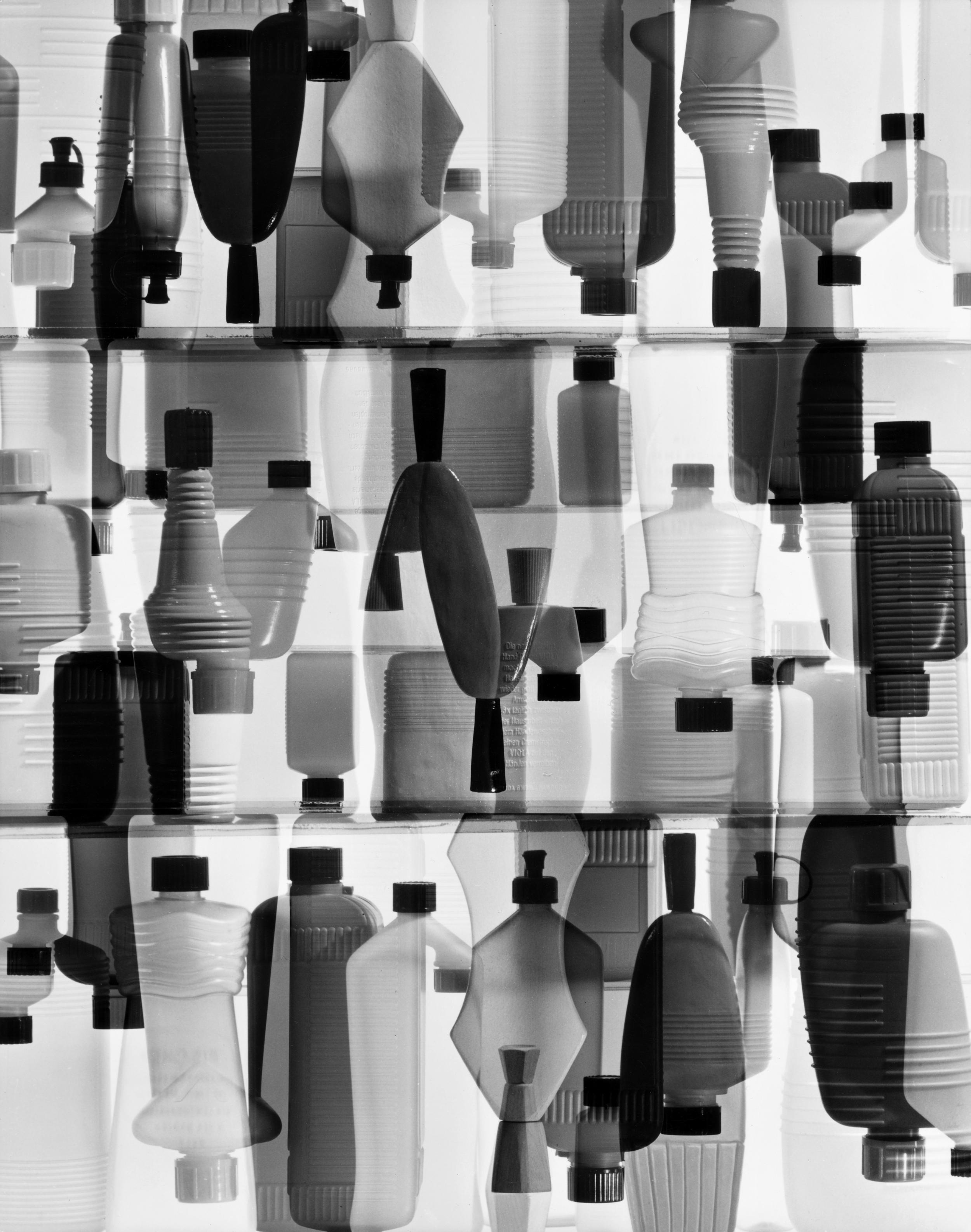Peter Keetman: Plastikflaschen, 1963 © Stiftung F.C. Gundlach