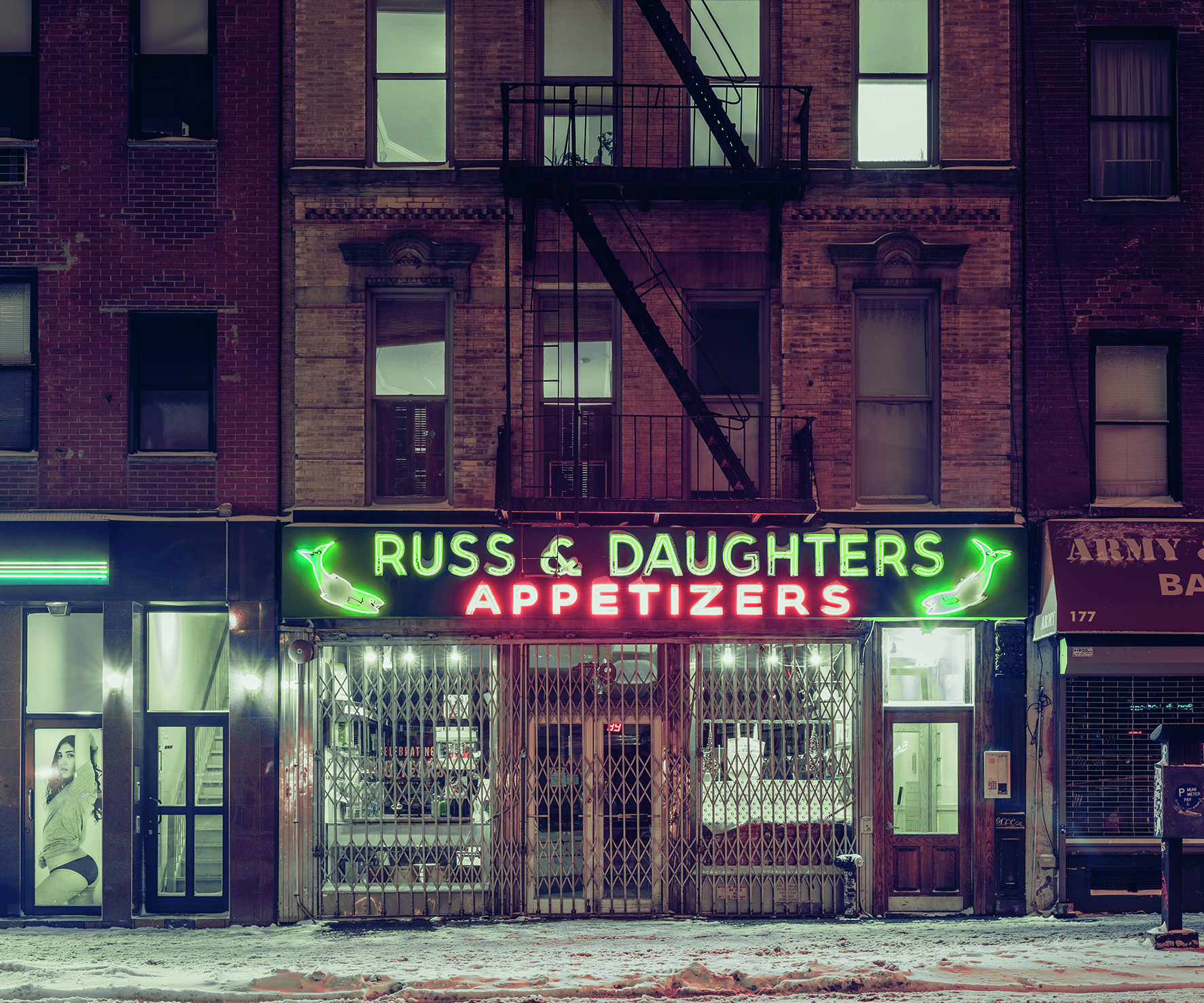 © Light On New City by Franck Bohbot, published by teNeues and YellowKorner, www.teneues.com, www.yellowkorner.com. Russ & Daughters, Lower East Side, Manhattan, 2015, Photo © 2016 Franck Bohbot/INSTITUTE. All rights reserved. www.instituteartist.com