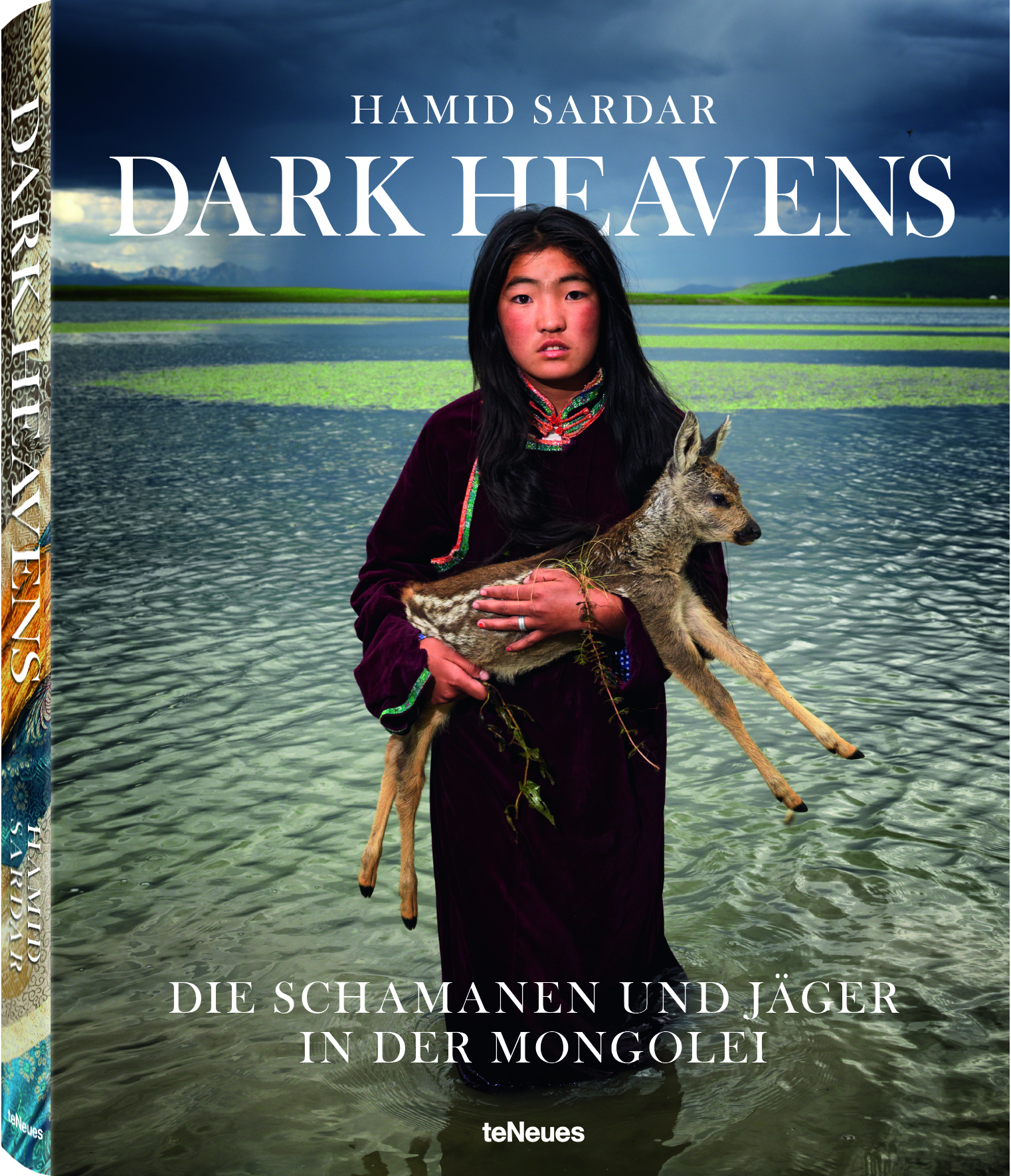 © Dark Heavens - Die Schamanen & Jäger in der Mongolei von Hamid Sardar, erscheint im September 2016 bei teNeues, € 79,90, www.teneues.com , Lake Fawn, Darhat Valley, Hovsgol Province, Mongolia, 2011 , Photo © 2016 Hamid Sardar. All rights reserved. www.hamidsardarphoto.com