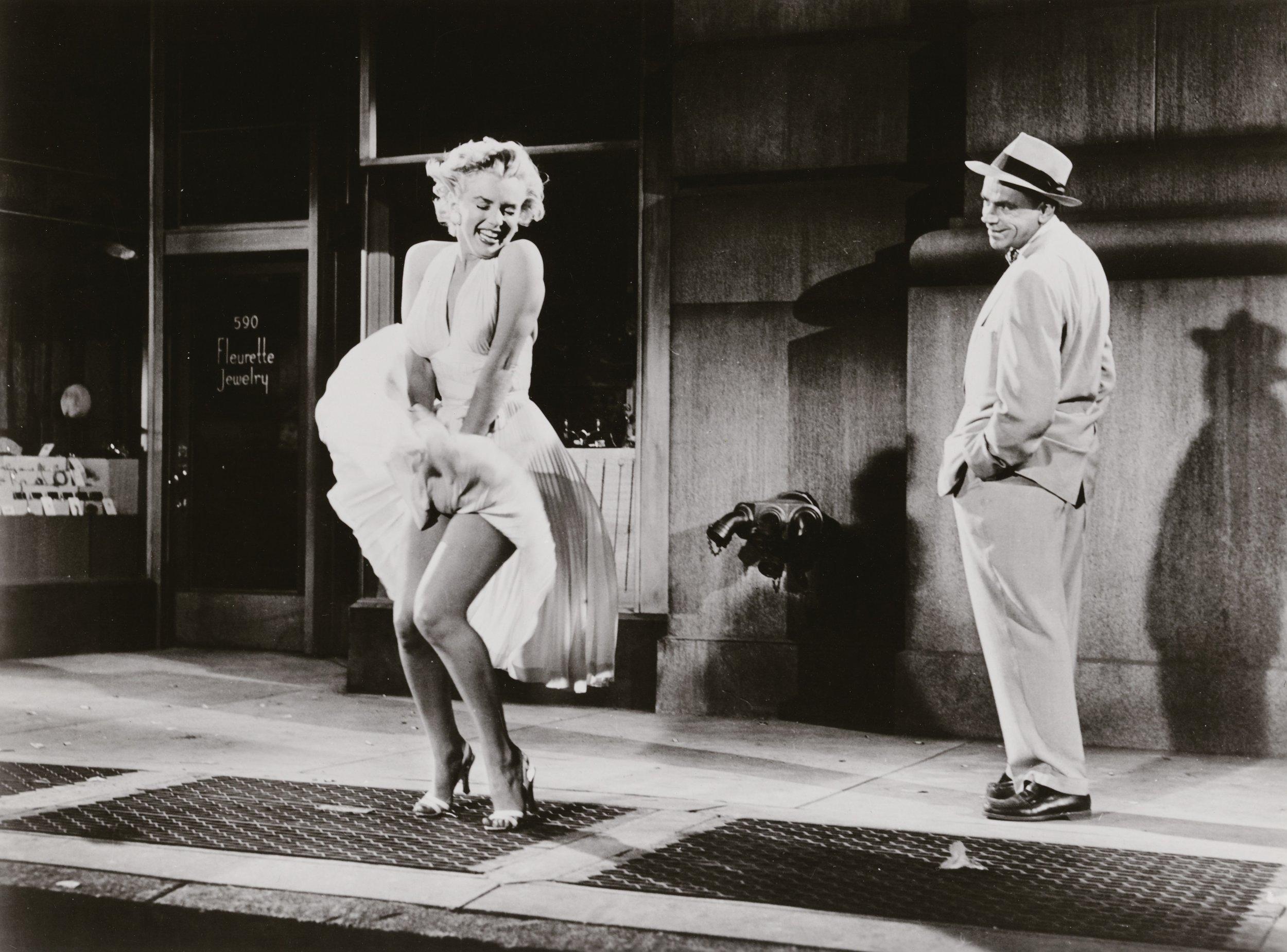 Sam Shaw Marilyn Monroe und Tom Ewell in Das verflixte siebente Jahr, Regie: Billy Wilder, 1954 C. Sam Shaw Inc.- licensed by Shaw Family Archives, Privatsammlung