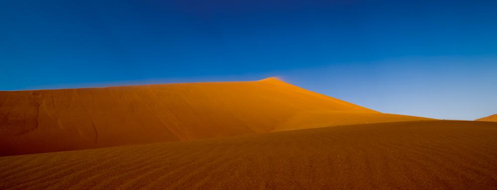 Die Dünen von Sossusvlei zählen zu den beeindruckendsten Naturschätzen,    die Namibia zu bieten hat   Photo © 2016 Jürgen Wettke. All rights reserved.