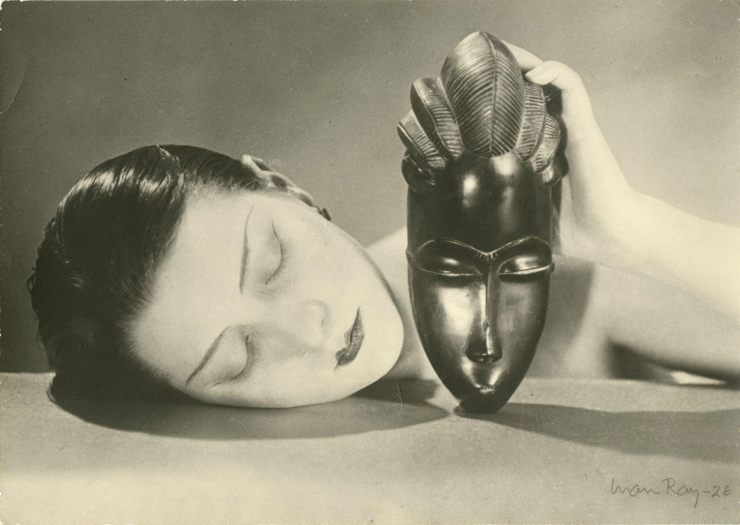 Man Ray  Noire et Blanche, 1926 (um 1970) Silbergelatineprint Privatbesitz, Courtesy Galerie 1900-2000, Paris © MAN RAY TRUST/Bildrecht, Wien, 2017/18