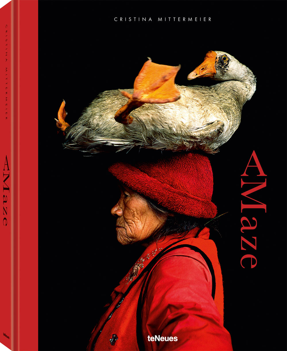 © Amaze by Cristina Mittermeier, published by teNeues, € 80,  www.teneues.com ,  Lady with the Goose, Yunnan Province, China,  Photo © 2018 Cristina Mittermeier. All rights  reserved.www.sealegacy.org