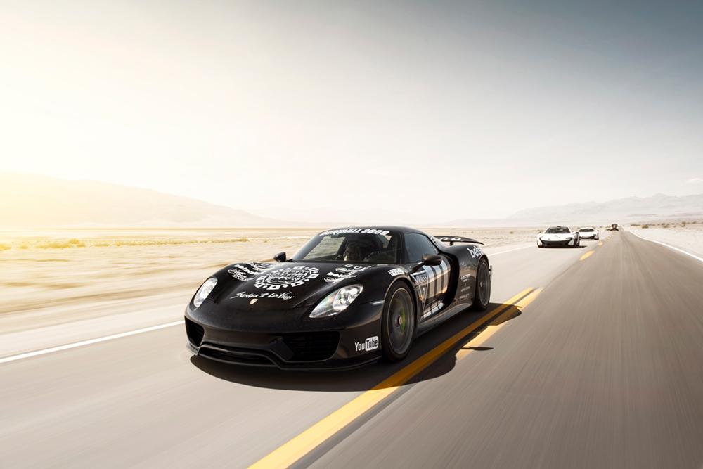 Porsche 918 thru Death Valley  Photo © Oskar Bakke