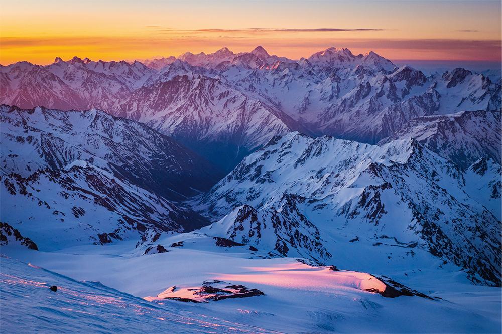 Explosion der Farben im Kaukasus Gebirge  Photo © Adrian Rohnfelder. Alle Rechte vorbehalten