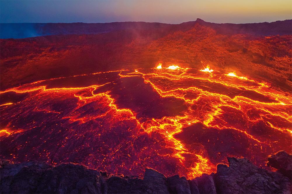 Der Blick in das Herz der Erde am brodelnden Lavasee Erta Ale in Äthiopien  Photo © Adrian Rohnfelder. Alle Rechte vorbehalten.