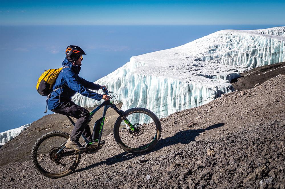 Mit dem e-Bike auf fast 6000 Meter am Kilimandscharo in Afrika  Photo © Adrian Rohnfelder. Alle Rechte vorbehalten.