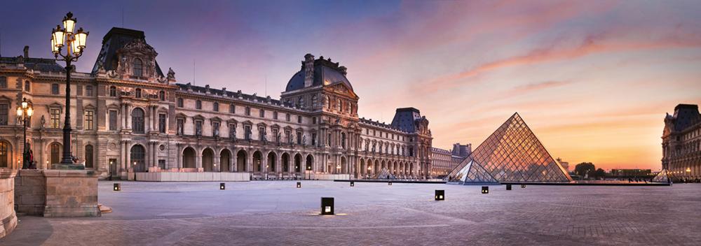 Der Louvre, das bedeutendste Museum Frankreichs, erhielt mit der kontrovers diskutierten Glaspyramide einen Eingang, der in bewusst gewähltem Kontrast zu den historischen Gebäuden steht  Photo © 2019 Serge Ramelli. All rights reserved.