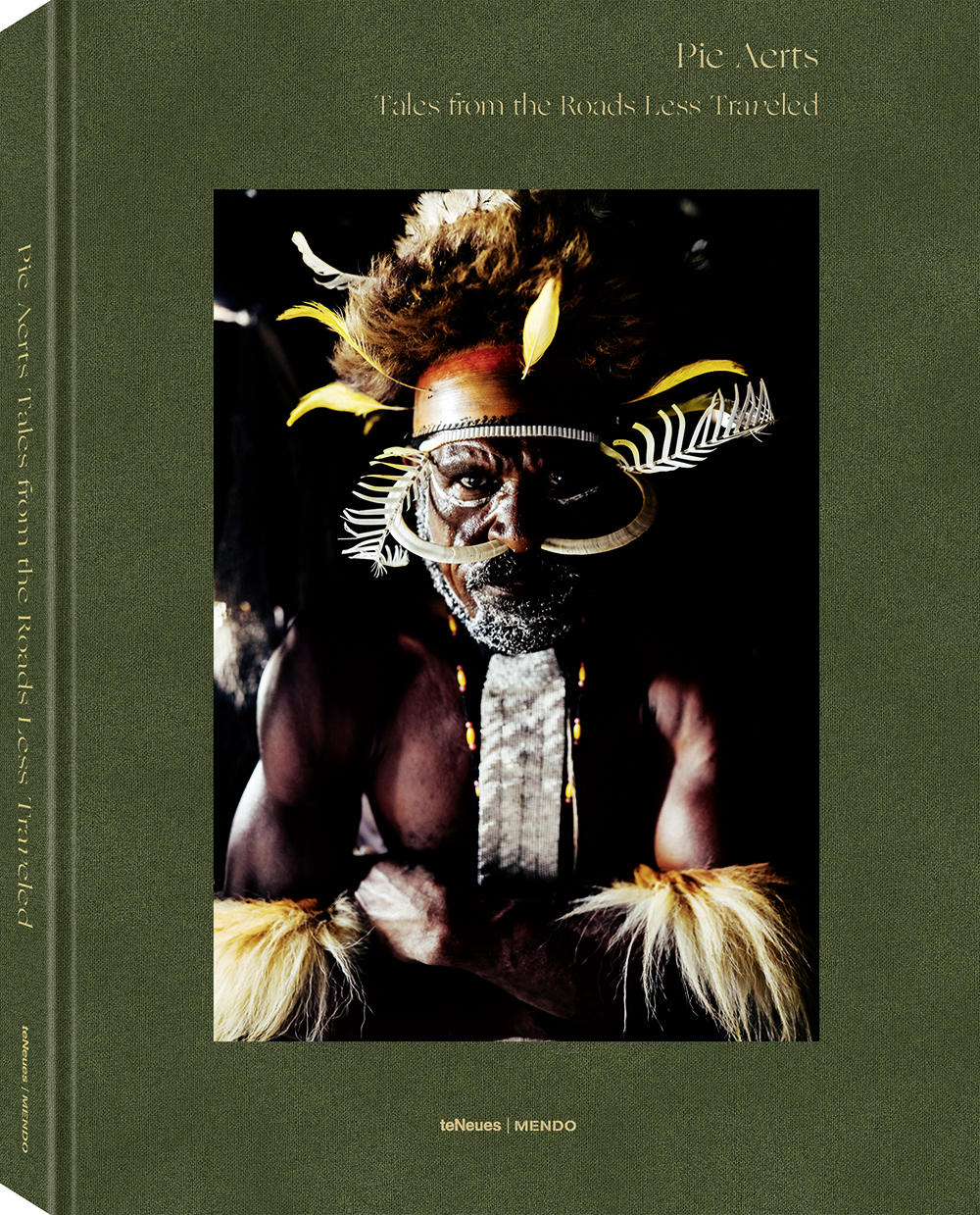 © Tales from the Roads Less Traveled by Pie Aerts, published by teNeues, € 60, www.teneues.com ,  www.mendo.nl ,  Indonesia, Papua - Baliem Valley , Photo © 2019 Pie Aerts. All rights reserved.