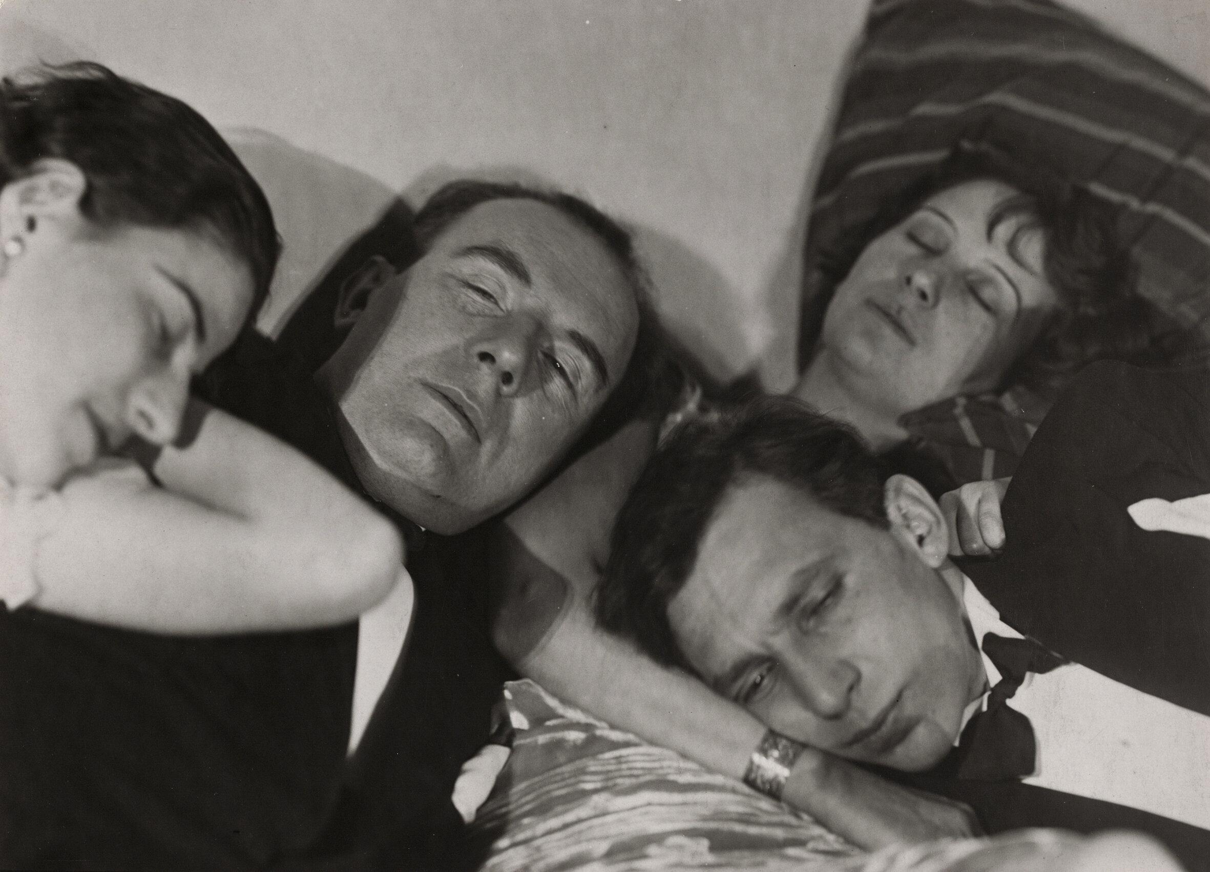 Alice Hirsekorn (1900‒1964), Vier Köpfe in Draufsicht, 1927, Silbergelatinepapier, 14,5 x 21 cm, Berlinische Galerie – Museum für Moderne Kunst, © unbekannt, Foto: Anja Elisabeth Witte