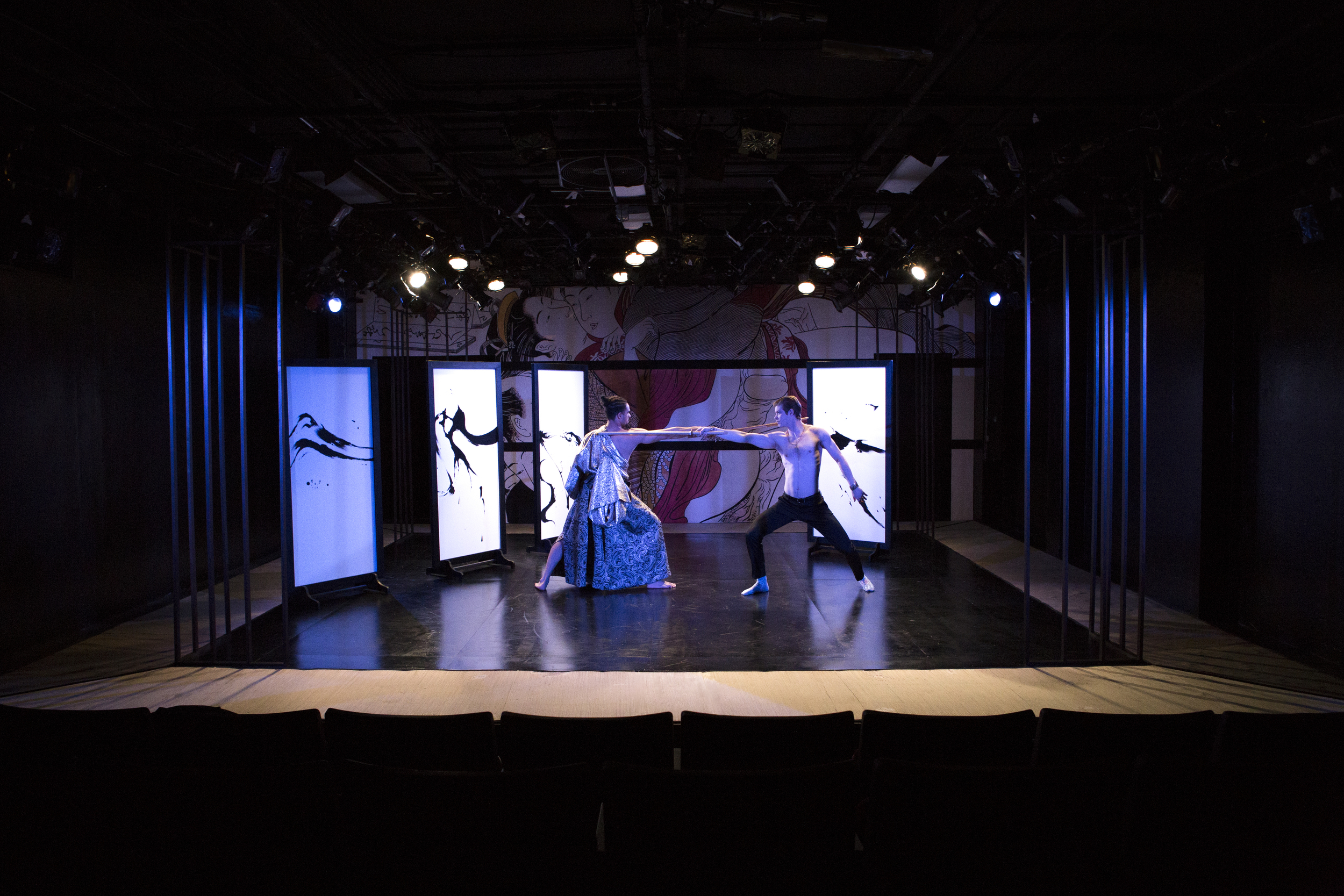 Love Suicide, photo by Yu-ting Lin_14_sword fight.jpg
